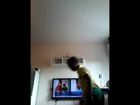 Solomon  maakt  springende  salto