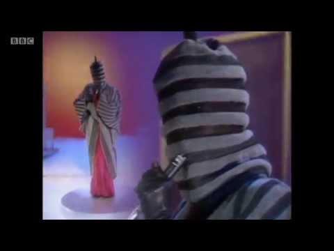Grace Jones - Slave To The Rhythm (Live @ Wogan, 1985)