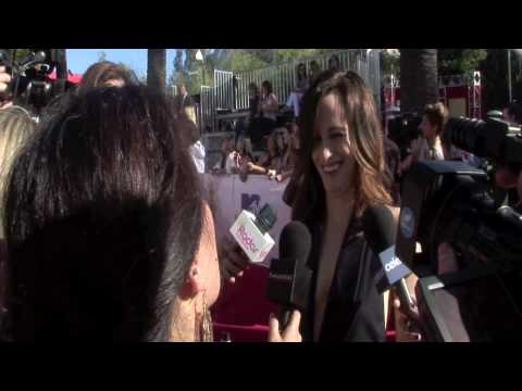 Elizabeth Reaser at the MTV Movie Awards 2010 Red Carpet with Twilighers Anonymous Video