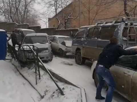 Первые жертвы первого снега во Владивостоке