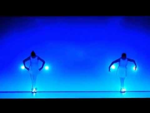 Красивый танец со светом.