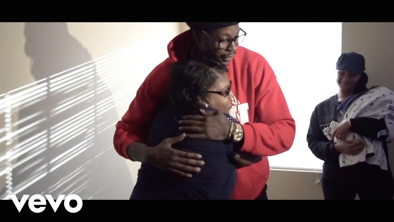 [2 Chainz Gives Back To A Family That Needs It] Video