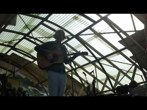 Erlend Øye - Redemption Song by Bob Marley (live)