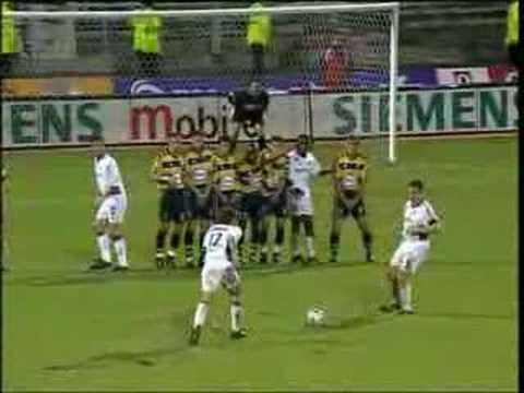 Le premier buts de Juninho à LYON contre Sochaux sur coup franc.