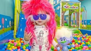Тролли на детской площадке Игрушки из нового мультика для детей 2016 Trolls toys new cartoons