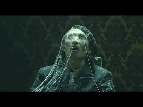 男子點了一道特殊的菜品,當菜被端出了時,他身上已經挂滿蜘蛛網