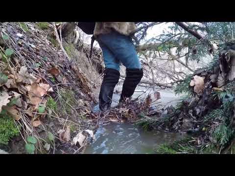 перехід через річку. чоботах boots .wetlook