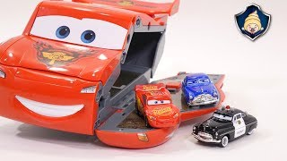 Disney Cars 3 toys - Lightning McQueen Transformation Speedway Race course Playset for Kids