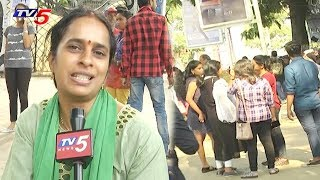 పార్కుల సందడి! | People Enjoying Holidays in Parks All Over Hyderabad