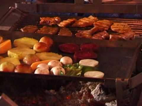 Vegyes grill húsok, zöldségek és gyümölcsök