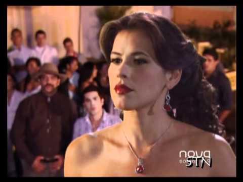 Bella se desnuda delante de todos en Agua Hermosa (Doña Bella)