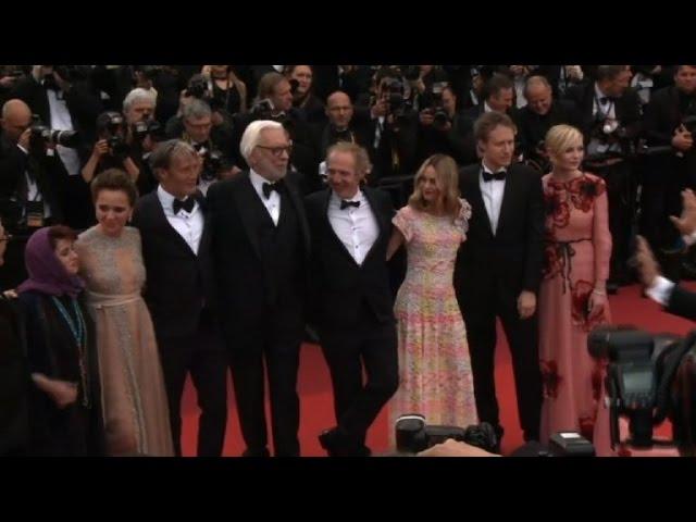 Cannes: jury members walk the red carpet