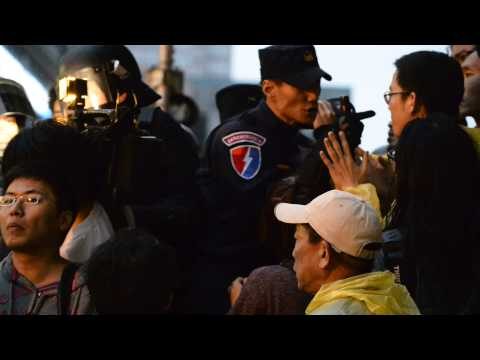 Taiwan's roit police deported media reporter 2