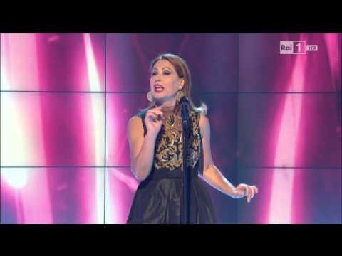 """Rosanna Fratello canta """"Non ti scordar mai di me"""" di Giusy Ferreri – Domenica In 26/10/2014"""