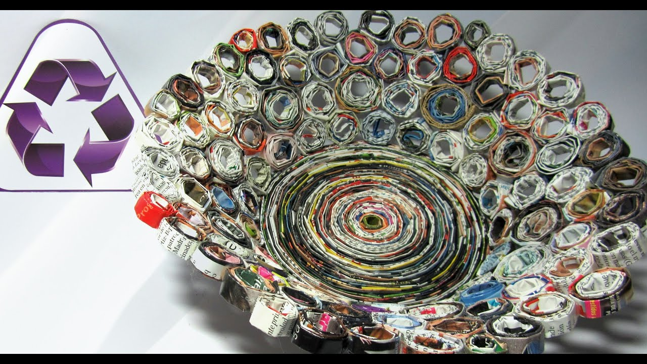 Reciclaje cesta hecha con revistas basket made with - Cesta de papel de periodico ...