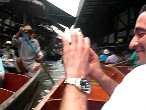 Floating Market in Bangkok (tourists)