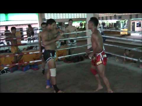 Pot Clinching with Saenchai at Sinbi Muay Thai Camp Image 1