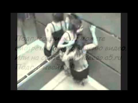 Девушки раздеваются в лифте