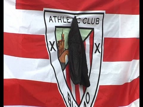 Athletic: Crespones negros banderas