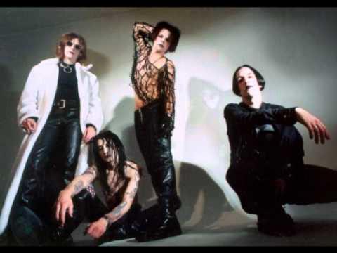 Vampire Love Dolls - Spinning
