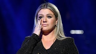 Kelly Clarkson TEARS UP Paying Tribute To Texas School During 2018 Billboard Music Awards