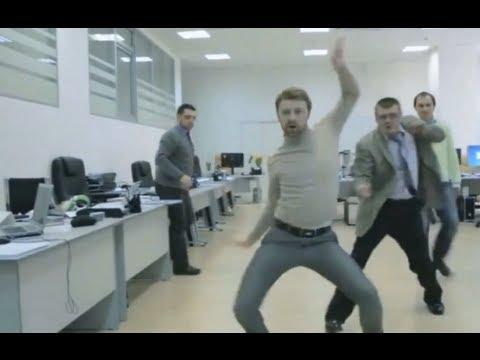 Śmieszny filmik - Pracowników biurowych w pracy