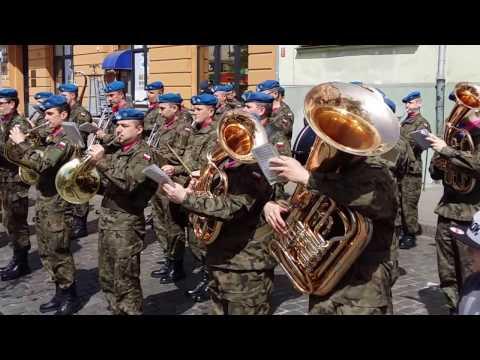 Orkiestra Wojskowa W Bydgoszczy Gra Na Dniu Flagi (02.05.2017)