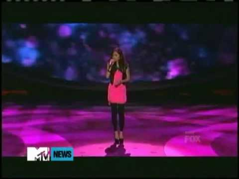 Jessica Sanchez saved by Jennifer Lopez while singing at the stage American Idol