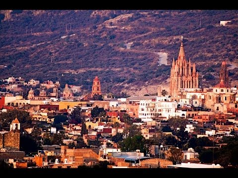Walking Road - San Miguel de Allende
