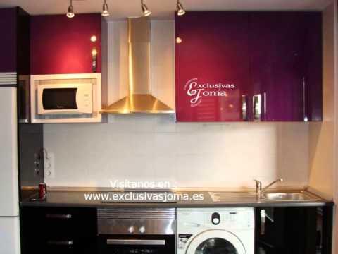 Muebles de cocina en color berenjena y negro alto brillo for Cocinas color berenjena