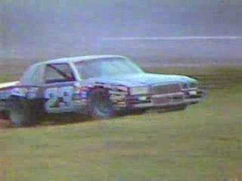 Geoff Bodine goes into infield Video