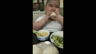 FAT CHINESE KID EATING AND SCREAMING 2019