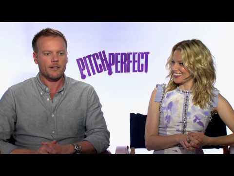 "Elizabeth Banks & Jason Moore's Official ""Pitch Perfect"" Interviews"