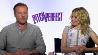 "Elizabeth Banks & Jason Moore's Official ""Pitch Perfect"" Interviews"