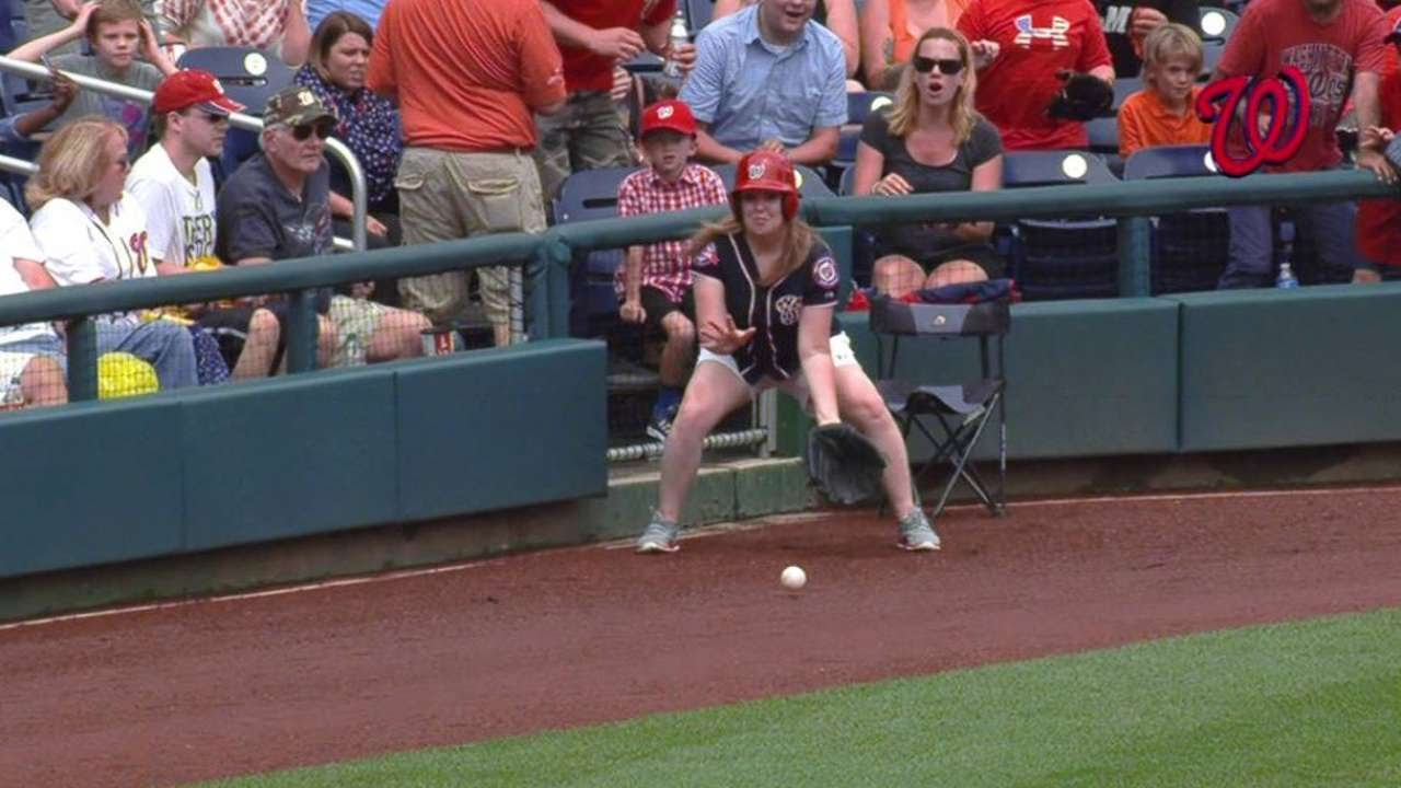 SF@WSH: Ballgirl makes nice snag on foul ball