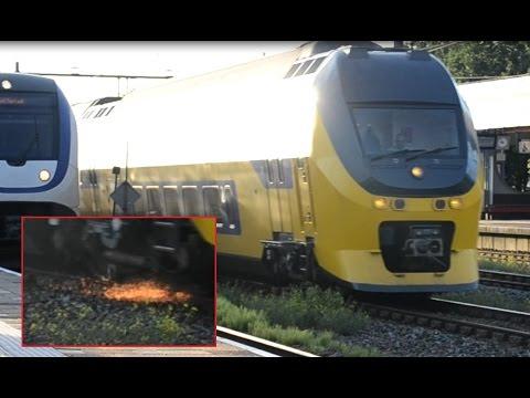 VIRM 9566 gaat op de noodrem op Station Weesp (met vonken!)