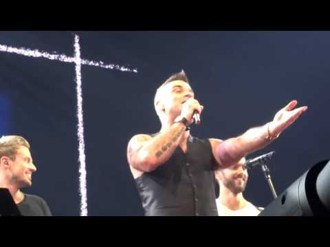 Robbie Williams - Back For Good - 24/10/15 Melbourne HD FRONT ROW
