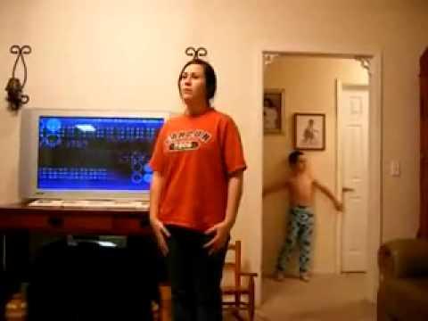 Dans Eden Ablasını Trolleyen Çocuk