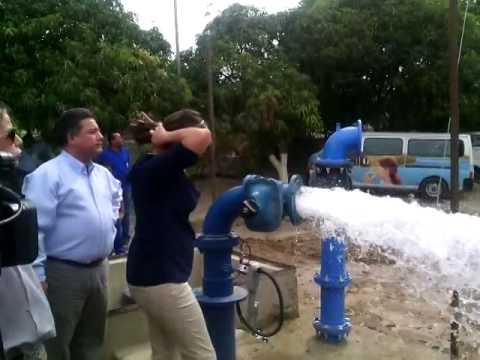 Viceministra de Agua Potable @trujimore85 inaugura pozos en Santa Marta #FaltaDeAgua.