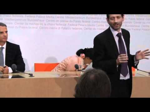 Raw Video: Suu Kyi Falls Ill During Press Event