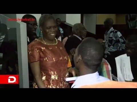 No Comment - Ouverture Session 2016 Cour d'Assises/Simone Gbagbo décontractée multiplie les bisous