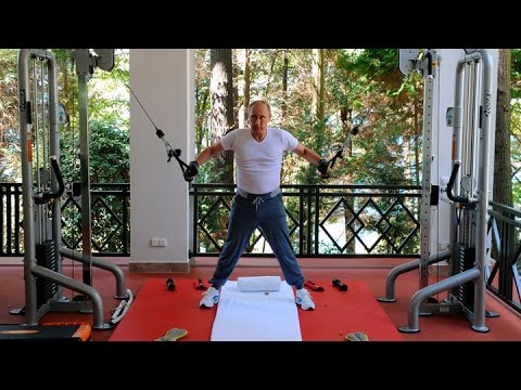 Vladimir Putin Pumps Iron as Russia's Economy Weakens