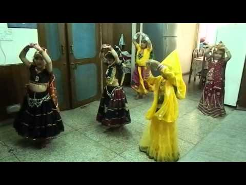 Rangeelo maro dholna- group dance