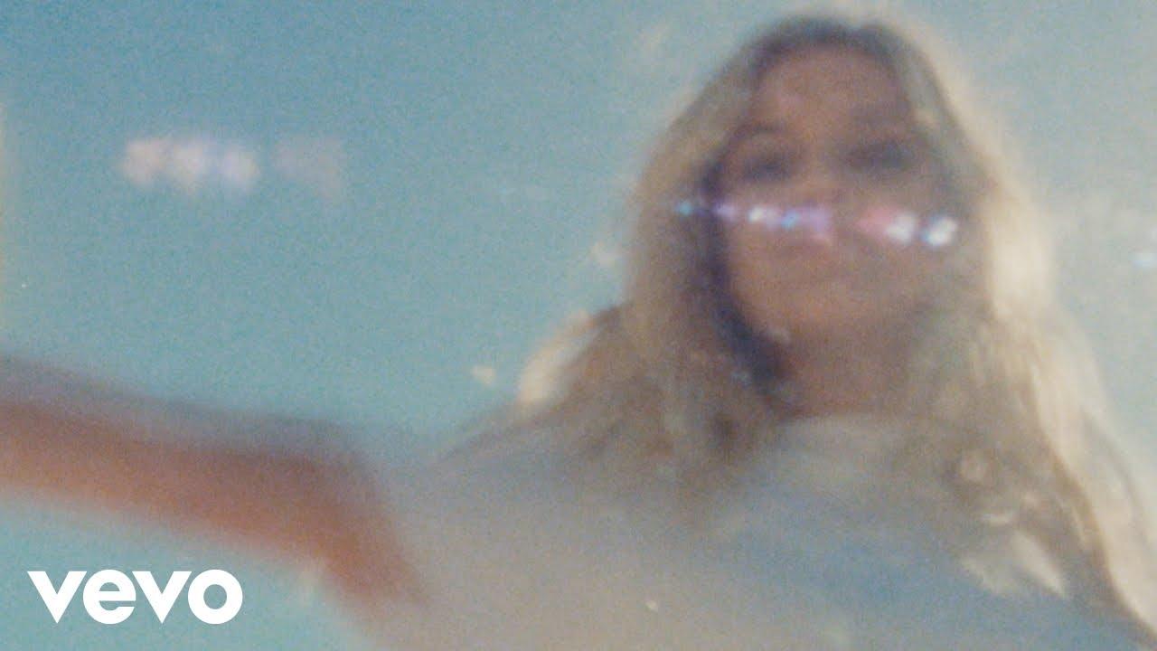 "Kelsea Ballerini - ""la""のMVを公開 新譜「kelsea」2020年3月20日発売予定 thm Music info Clip"