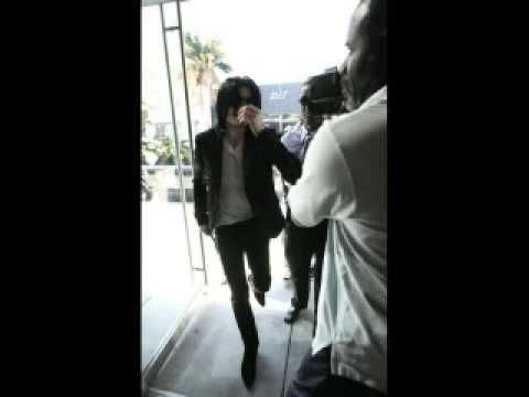 Run Michael Jackson Run!! Newest Pictures of Michael