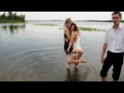 Пьяные девушки на свадьбе упали в реку Днепр FAIL