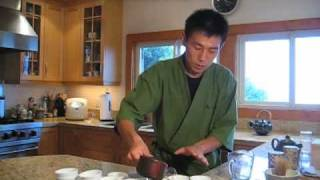 How to brew and pour houjicha (roasted green tea)