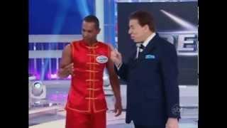 Silvio Santos se impressiona com técnica de Kung Fu