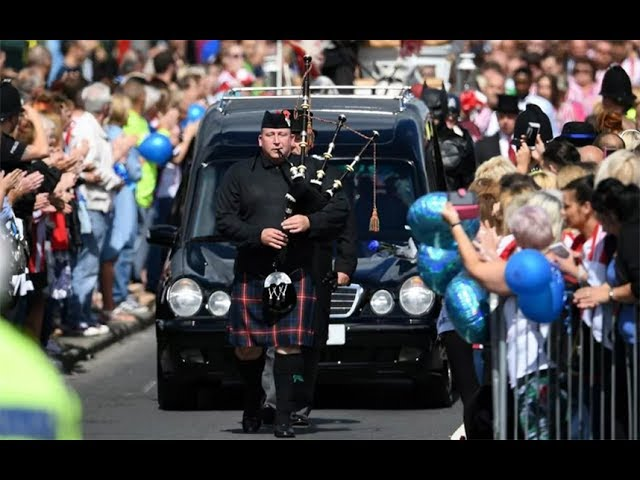 Thousands line the streets for Bradley Lowery's funeral