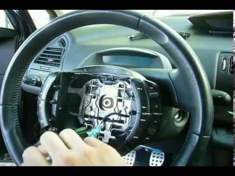 C4 Desmontando los mandos del volante